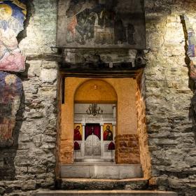 В стария храм