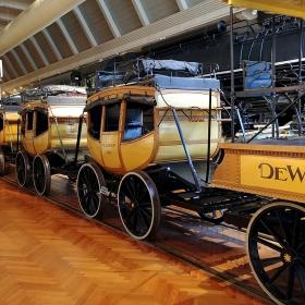 Пътническите вагони, теглени от парен локомотив
