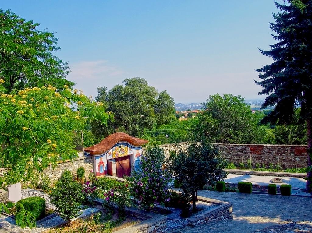 Двора на Белащинския манастир