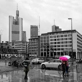 Срещи в дъжда- случайни и очаквани...