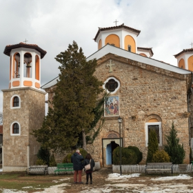 Пред църквата в манастира