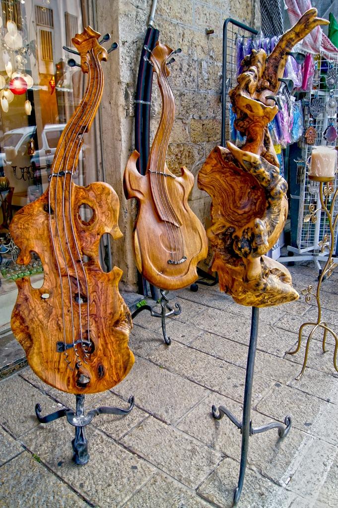 Музикални инструменти от маслиново дърво