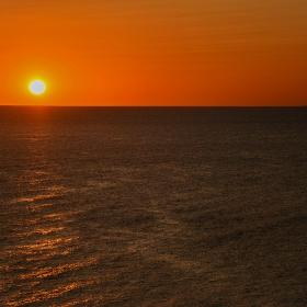 Слънцето и островът
