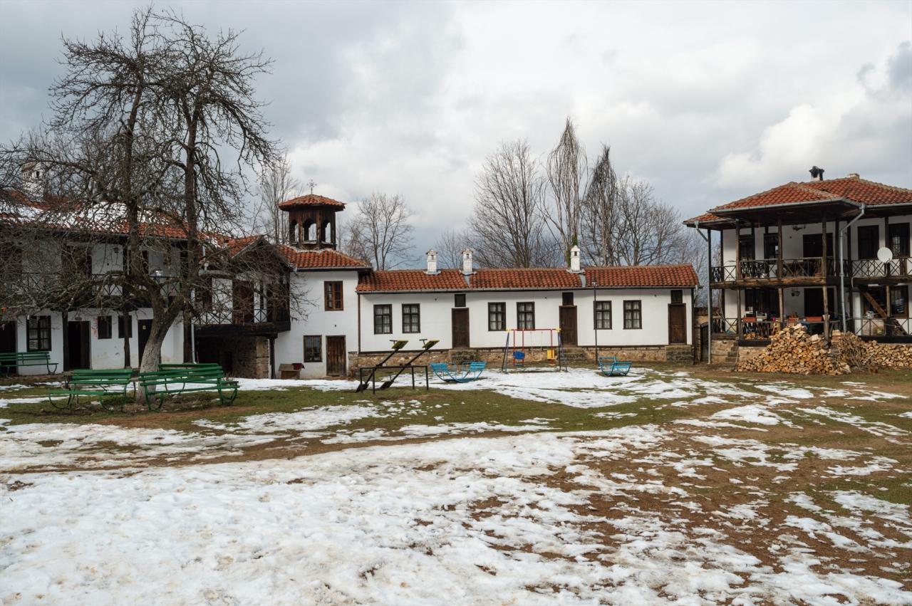 В Етрополския манастир