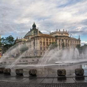 Munchen Karlsplatz Brunnen