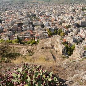От крепостните зидове на Akrolamia