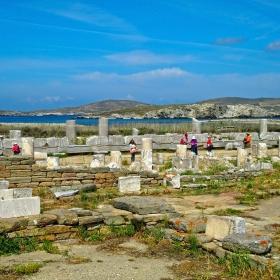 Всред руините на остров Делос 2