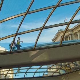 През стъкления купол на Ларгото