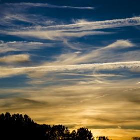 Кемтрейлс  или просто облаци