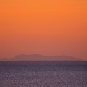 Силуета на остров Юра* от 54 км разстояние
