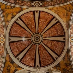 Куполът на Cattedrale Maria Santissima della Madia