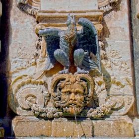 Валета - Чешма с изображението на Малтийския сокол