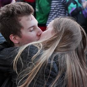 Доминиращи на карнавала бяха целувките