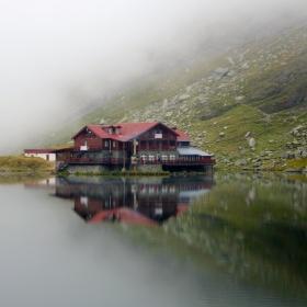 Огледалните води на глетчеровото езеро Балеа, Пътя Трансфагъраш, Румъния