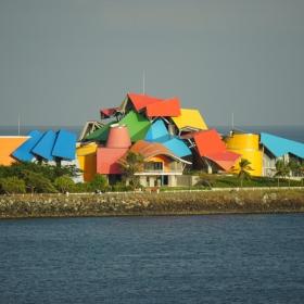Цветно в Панама канал