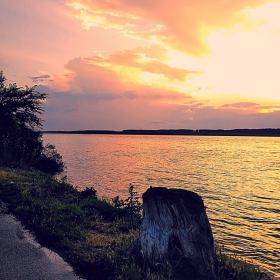 Залез на Дунав...