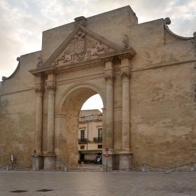 Porta Napoli, Lecce, 1548 г.