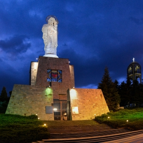 Най-високата в света статуя на Богородица с Младенеца*