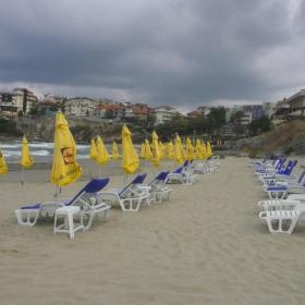 Празният плаж