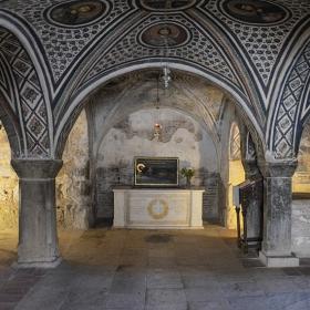 Гробът с мощите на Св. Лука, Mony Hosios Loukas