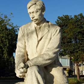 Паметникът на Яворов, Поморие