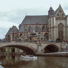 Гент - Църквата и моста