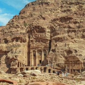 Петра - Град изсечен в скалите