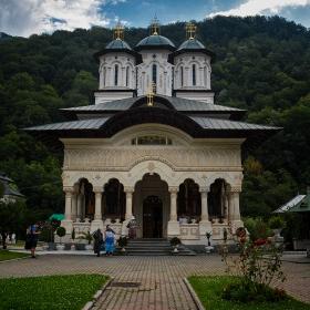 Lainici monastery, новата църква