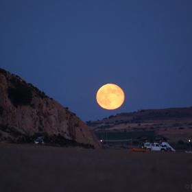 Изгрев на Луната