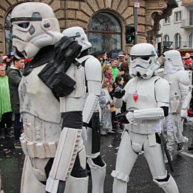 На Карнавала в Майнц през февруари показаха прототипите на предпазни костюми  срещу разпространението на COVID 19