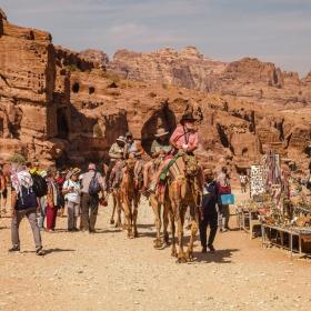 Петра - Туристи на камили