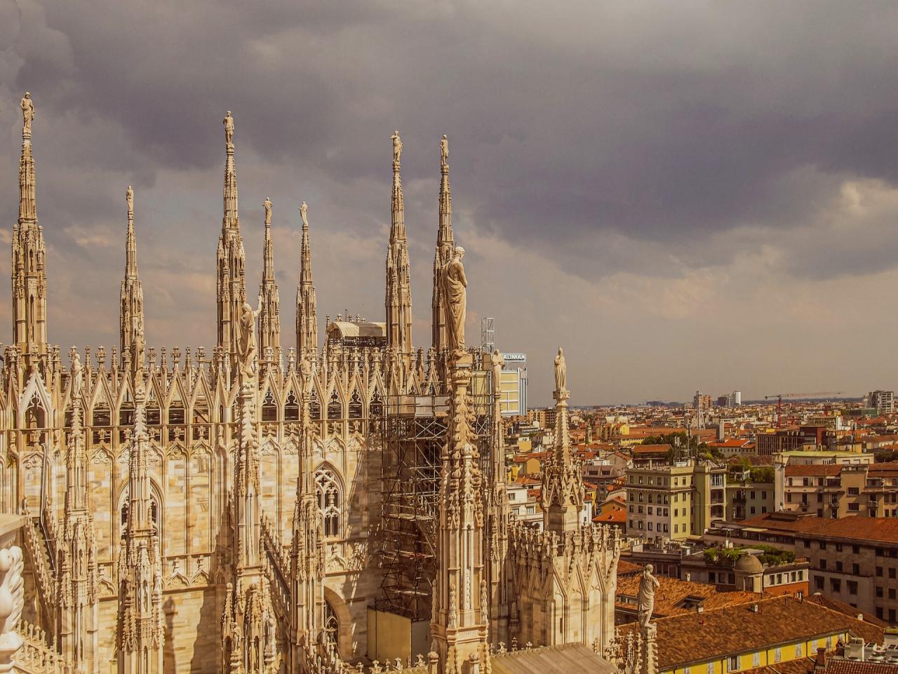 Поглед от Миланската катедрала