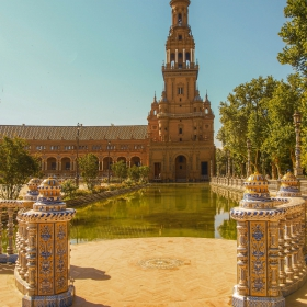 Sevilla Plaza de Espana Torre Sur con la ria