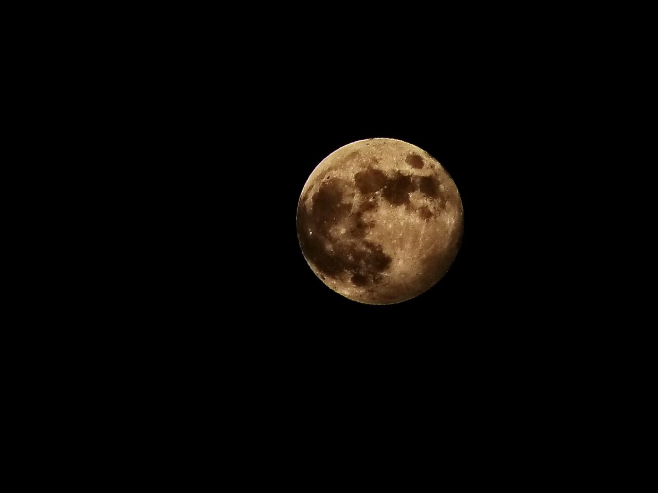 Частично лунно затъмнение от полусянката на Земята-5.06.2020г.22.26ч.