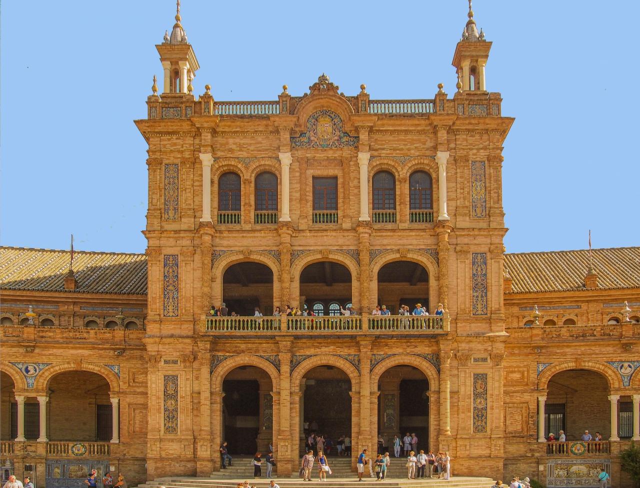 Sevilla - Plaza de Espania -  Edificio de estilo barroco