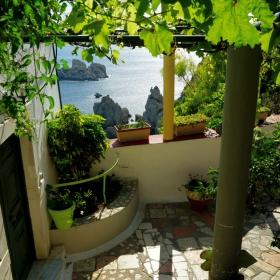 Из манастирския двор, някъде из гръцките острови!