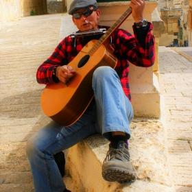 уличния музикант
